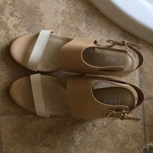 NWOT Reba sandals size 9.5